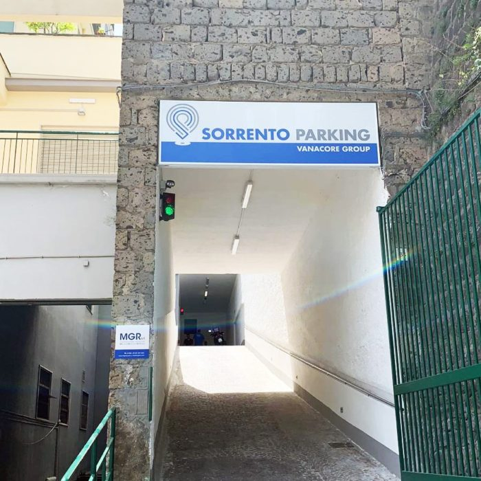 Sorrento Parking - insegna